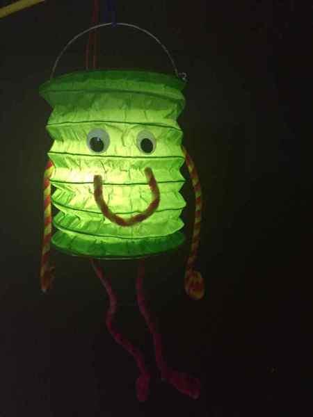 Selbstgemachte Laterne: kleines Monster mit DIY-Anleitung