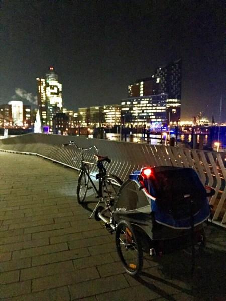 Burley D'Lite am Hamburger Hafen vor der #elphi