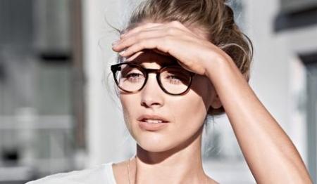 Frau mit Brille von Viu Eyewear