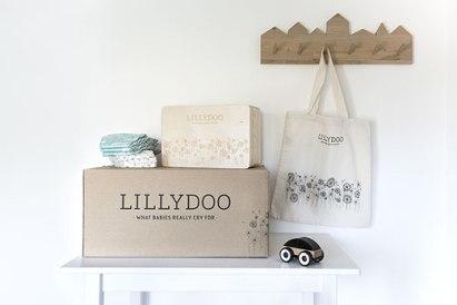 WIndeln und Holzkiste von Lillydoo im Kinderzimmer