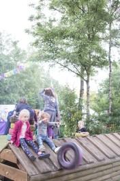 A Summers Tale-Festival mit Kind: Kinder spielen mit Reifen