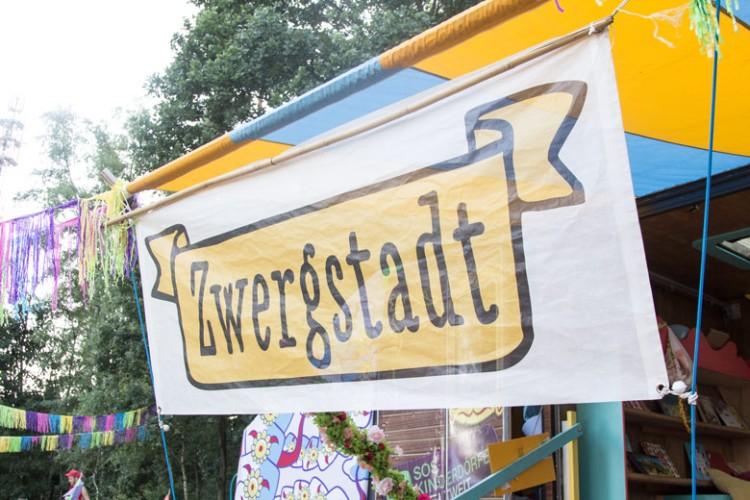 Zwergstadt für Kinder auf dem A Summers Tale-Festival