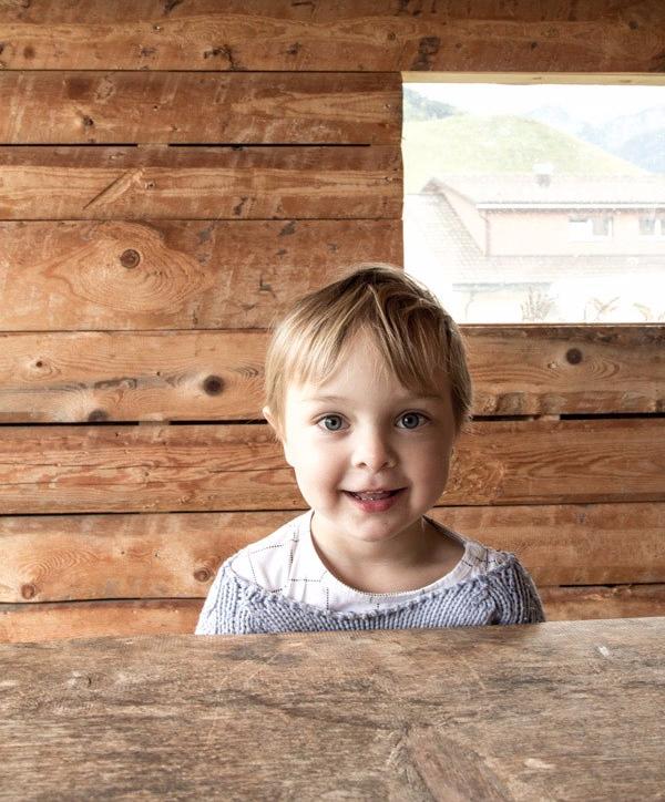 glückliches Kind im Reka Feriendorf Urnäsch