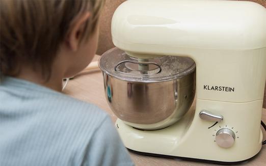 Küchenmaschine im Retro-Design von Klarstein über wayfair