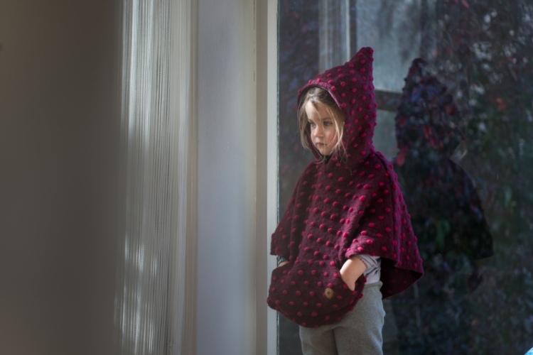 lira-cape-wolle-nachhaltige-kindermode