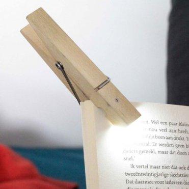 Geschenkidee von geschenke.de: Lese-Lampe Wäscheklammer