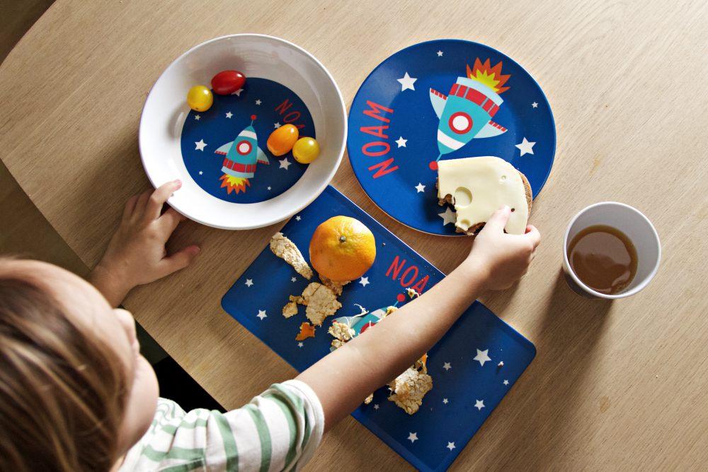 Individuelles Kinder-Geschirr von Littleli mit Rakete