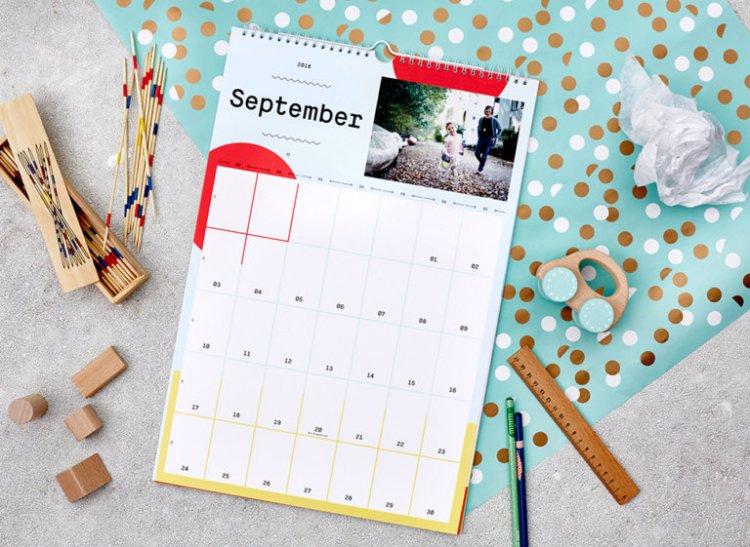 kleineprints-familienkalender-offen-768x561