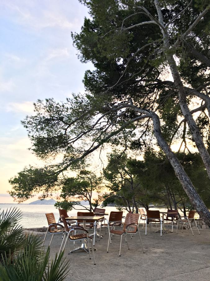 Café am Strand von Mallorca