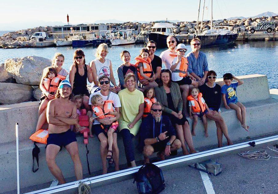 Gruppenbild Freund und Kinder beim Urlaub auf Mallorca