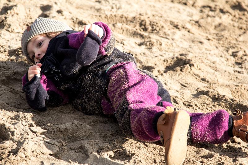 kind-anzug-sand-winter-manitober