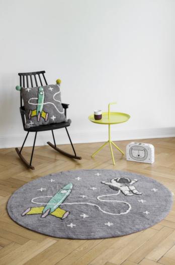 Teppich und Kissen mit Astronaut von Minividuals Kids Living