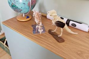 Kinderzimmer Makeover mit Wayfair: mintfarbene Kommode mit Push-to-open-System, Oberseite